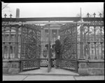 Historic photo from 1948 - People at an iron gate at Osgoode Hall in City Hall