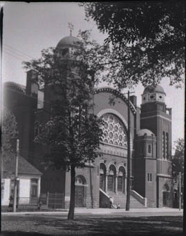 Historic photo from Sunday, July 27, 1924 - Goel Tzedec Synagogue, University Ave., South of Agnes St. in Grange Park