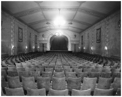 Auditorium - standee to stage, in Bedford Theatre, Toronto