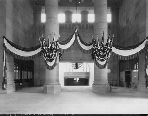 Union Station, Toronto.  Entrance to trains.  Decorated for the opening visit by the Prince of Wales.