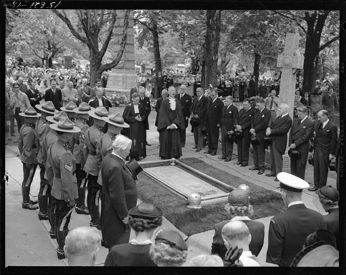 William Lyon Mackenzie King burial site with RCMP, priests and mourners, Mount Pleasant Cemetery, Toronto